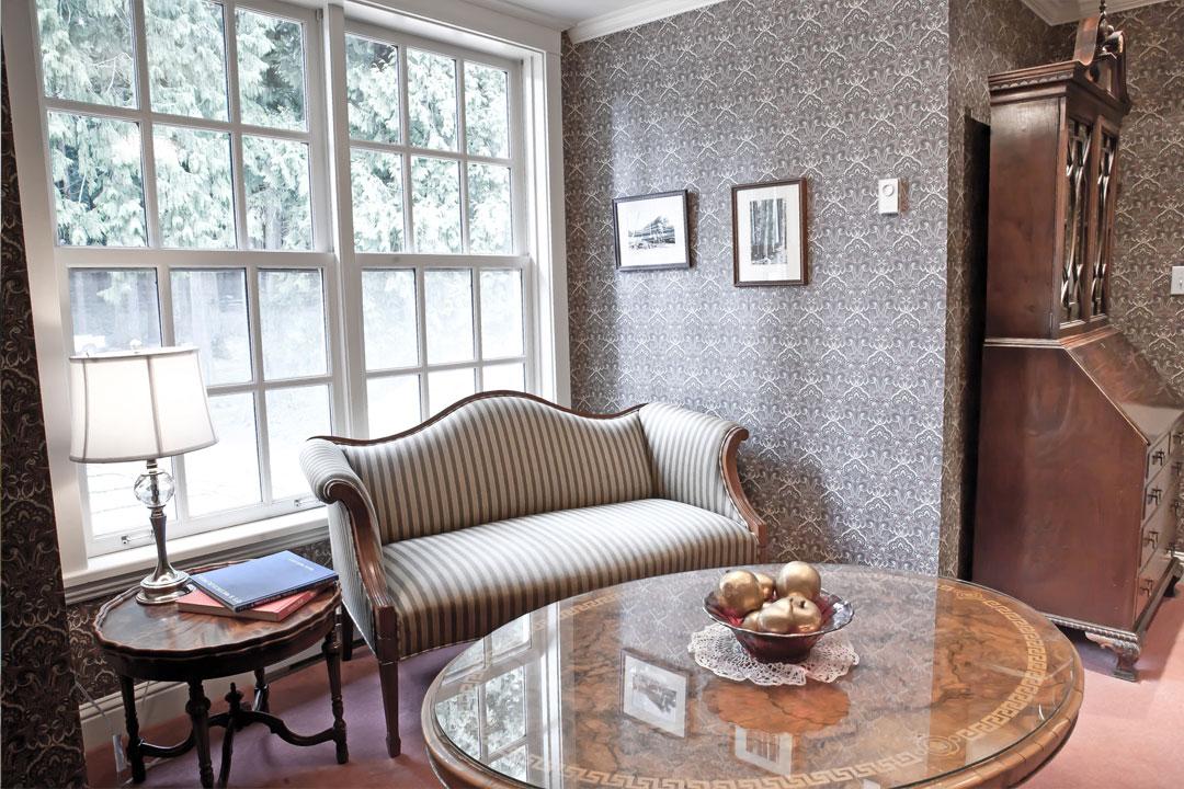 inn-sitting-room